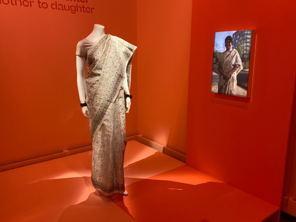 De Indiase zijden sari die van moeder op dochter ging. Gekocht in Calcutta in 1998