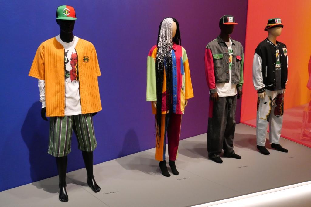 Kleding uit verschillende collecties van het merk Cross Colours (1990 - 2020).